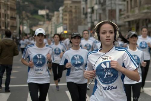running_with_headphones