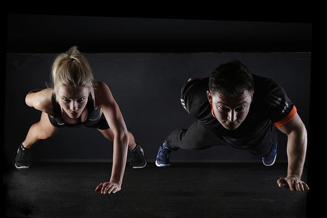ถ้าคุณคิดว่าการวิ่งและวิ่งอย่างเดียวจะทำให้คุณวิ่งได้เร็วขึ้น ไปได้ไกลขึ้น...คุณกำลังคิดผิดครึ่งหนึ่งอยู่นะ แม้การวิ่งจะกินโปรแกรมฝึกซ้อมมากกว่าครึ่งของนักวิ่ง แต่ประสิทธิผลของการฝึกกล้ามเนื้อ (BODYWEIGHT TRAINING) โดยใช้มวลร่างกายให้ผลต่อ performance การวิ่งของคุณมากกว่าที่คิด